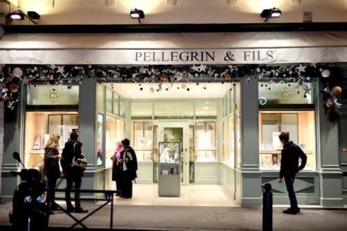 decoration noel boutique fleuriste 2 500x333 - Décoration florale de vitrines