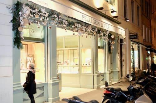 decoration noel boutique fleuriste 4 500x333 - Décoration florale de vitrines