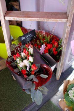 fleuriste marseille noel 3 250x375 - Un Noël chez votre fleuriste épines de paradis