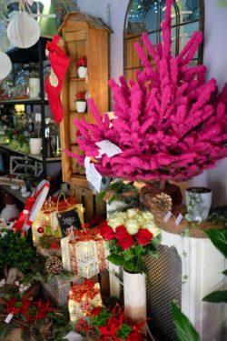 fleuriste marseille noel 6 250x375 - Un Noël chez votre fleuriste épines de paradis