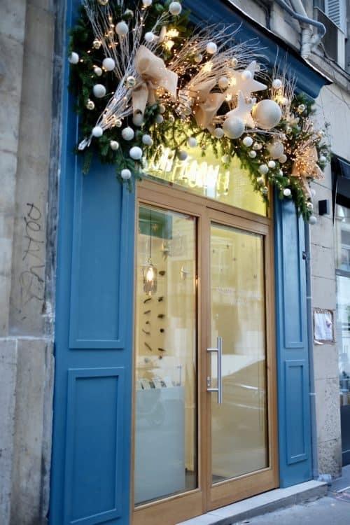 decoration vitrine marseille 3 500x750 - Décoration vitrines commerciales à marseille