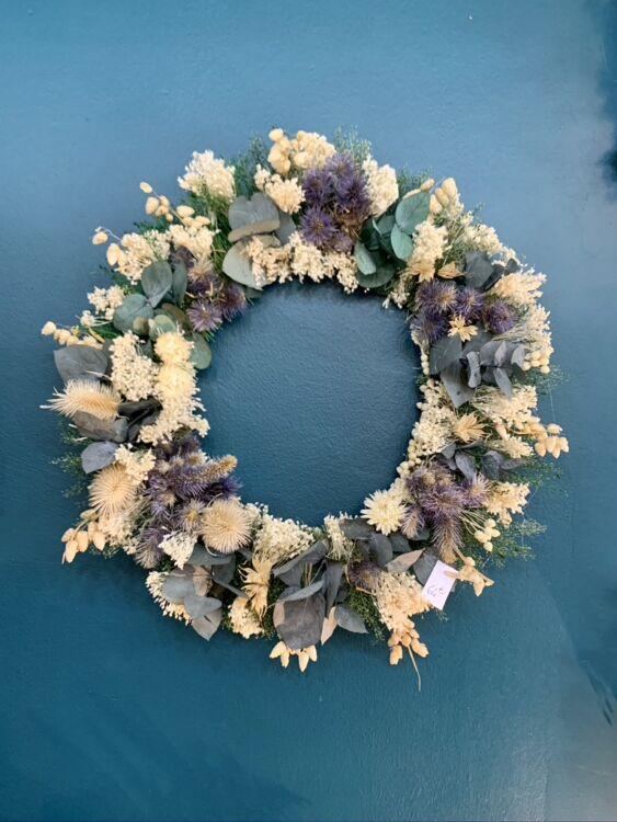 C549882D 1E50 4DEF 80C1 C6BC4C70D254 1 105 c 563x750 - Couronnes de fleurs séchées